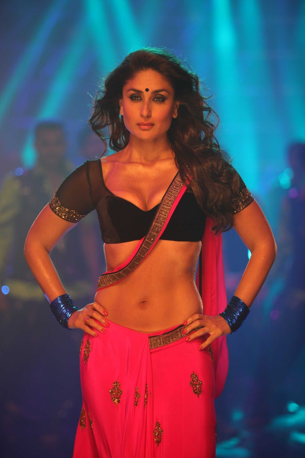 kareena kapoor hot photos in halkat jawani song - cinestars4u