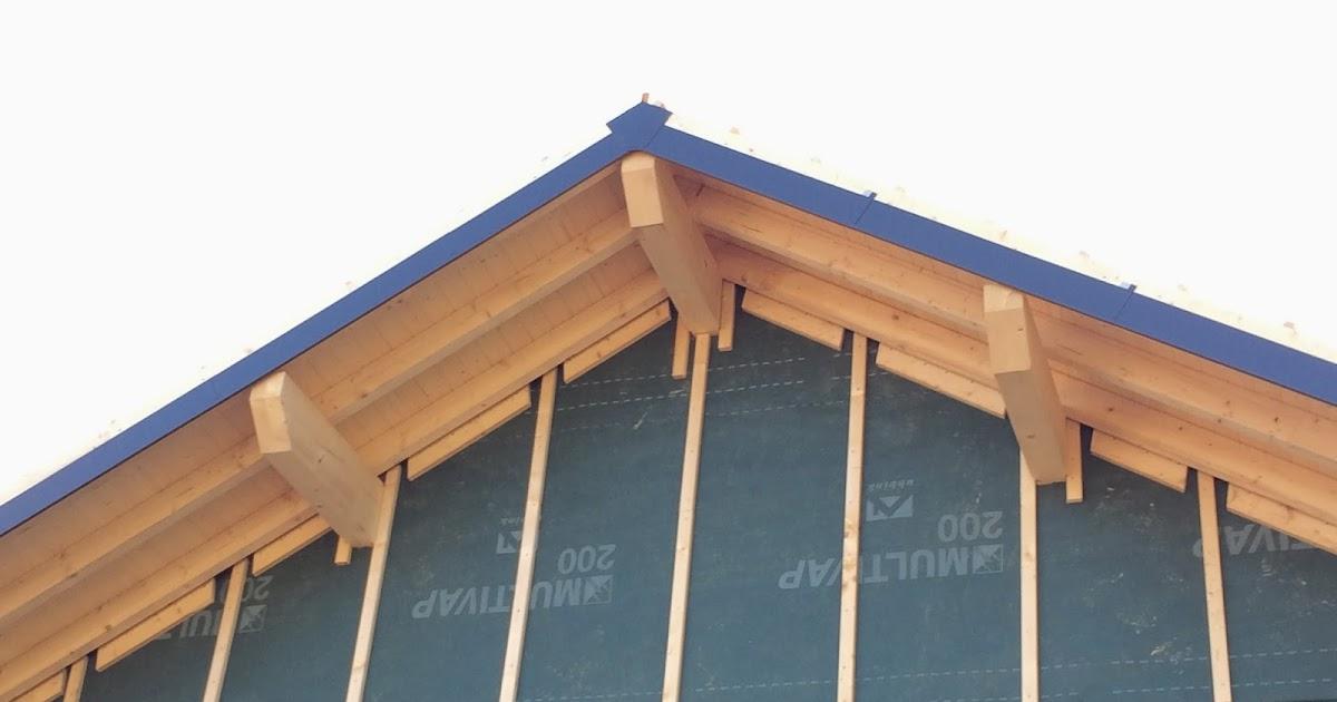 Notre maison en bois pose des tuiles bandes de rive zinguerie la maison est hors d 39 eau for Tuile de rive maison phenix