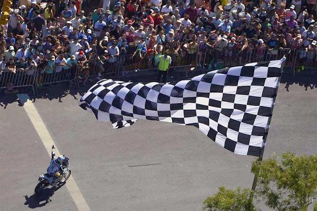 Rally Dakar 2014: comenzó la gran fiesta en Rosario con la largada simbólica ante una multitud Dakar-1821214h627+-+copia