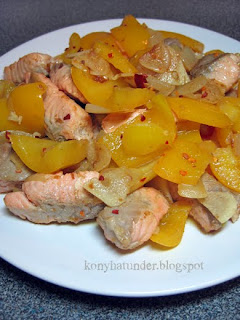 chili-salmon-pieces-with-yellow-pepper