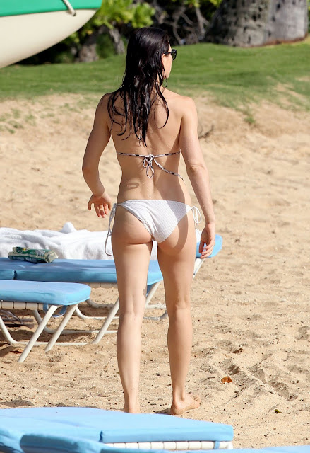 Hot Hollywood Actress Jessica Biel Bikini