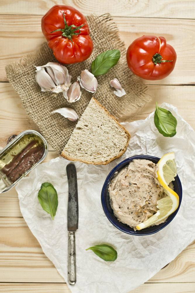 pasta kanapkowa z fasoli i anchois