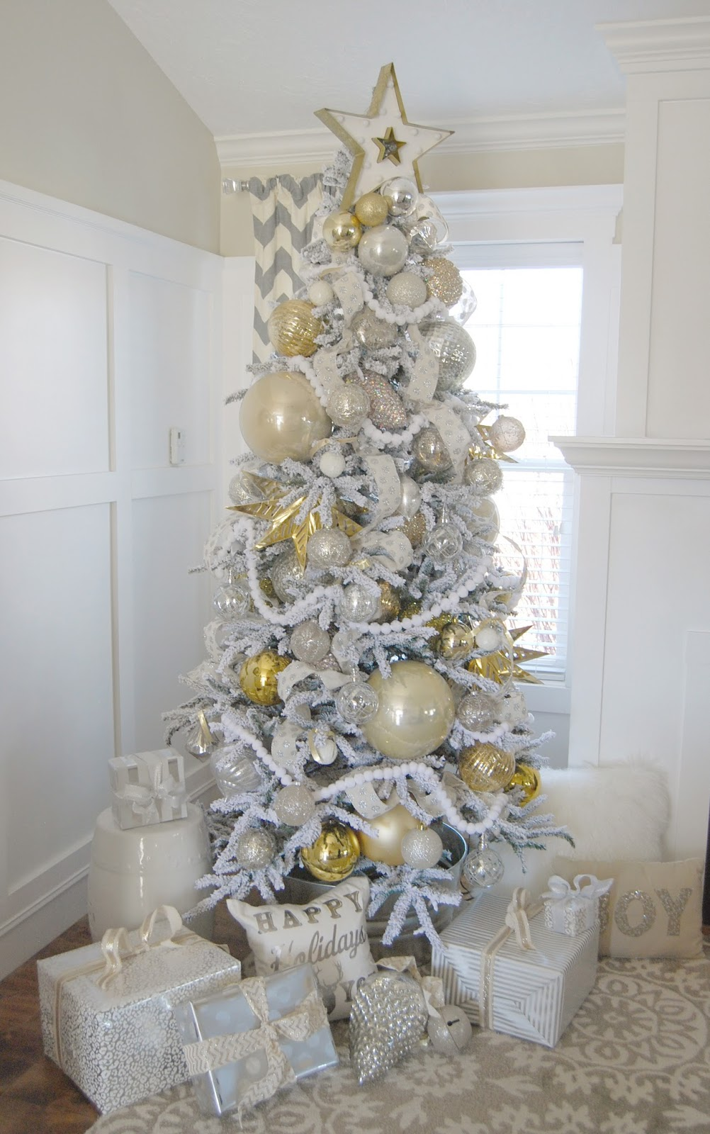 home by heidi silver and gold christmas tree - Decorating With Silver And Gold For Christmas