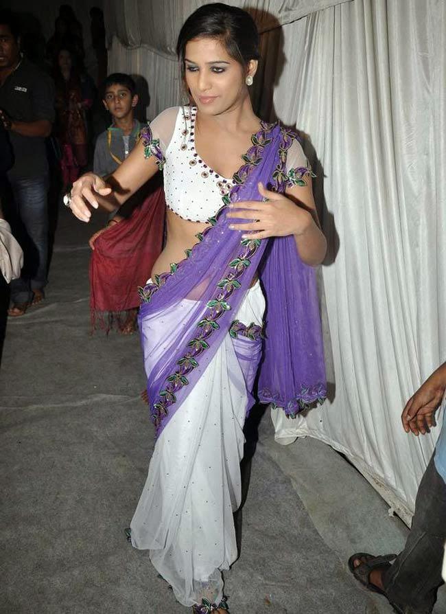 Poonam Pandey Latest Hot Navel Show Stills in Saree - Hot Blog Photos