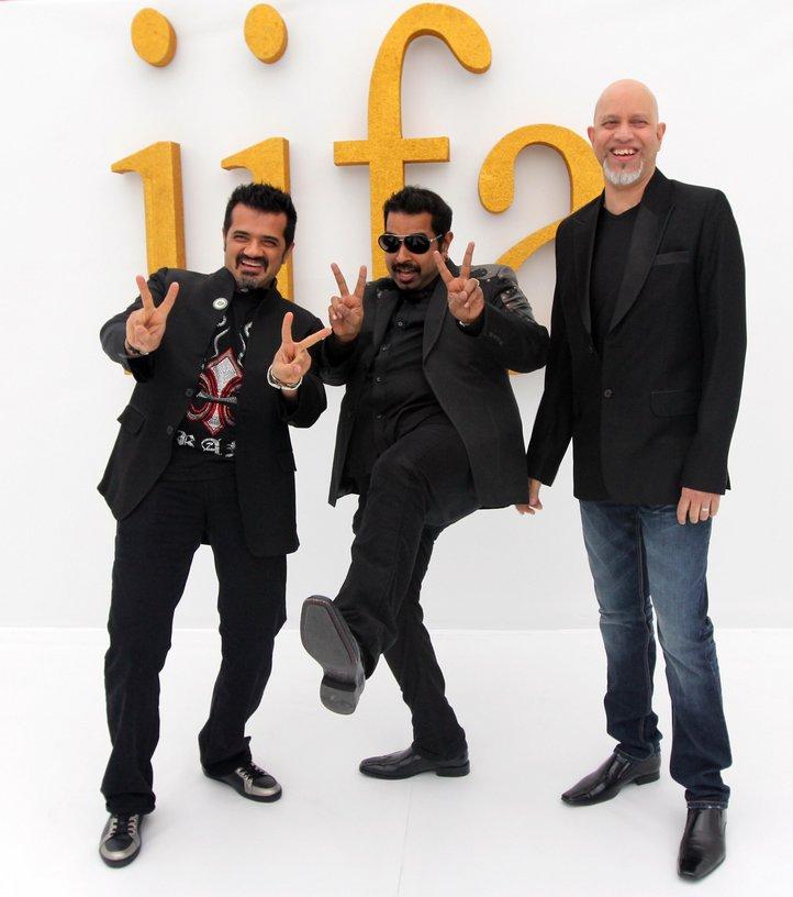 http://2.bp.blogspot.com/-Bjr8ZGrN7Fs/Tg7DFI-5UYI/AAAAAAAAbjI/8dU6O09fo7w/s1600/Hot-Bolly-Celebs-on-IIFA-2011-Green-Carpet-in-Toronto.jpg