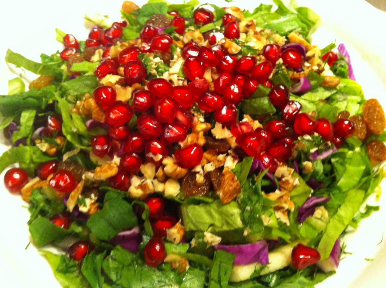 Amazing salad for dinner. I t contains lettuce, rocula, raisins ...