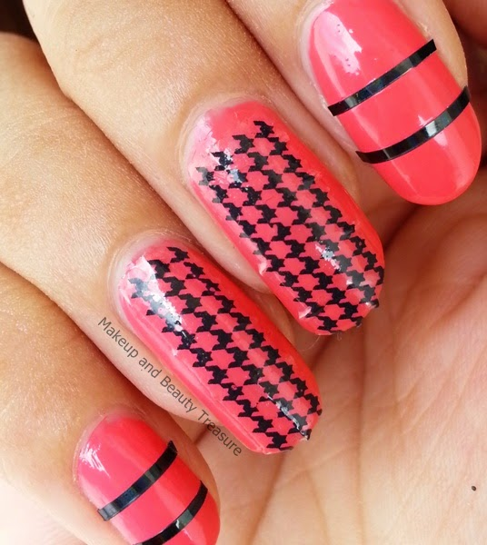 Houndstooth-Pattern-Nail-Art