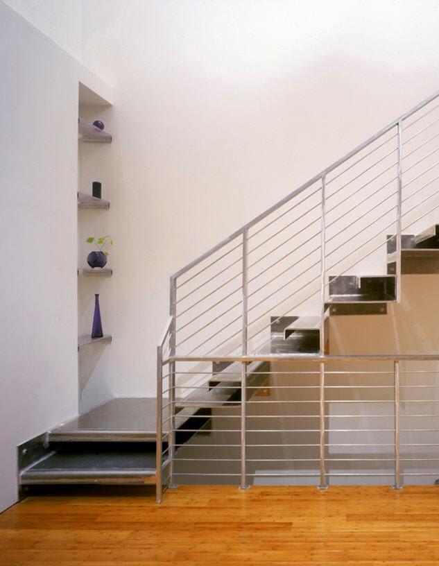 Tangga minimalis pastinya identik dengan tangga kecil dan simpel. Sobat bisa menambahkan aksen pada dinding di dekat tangga seperti fotolukisan ... & Desain Tangga Minimalis | Desain Properti Indonesia
