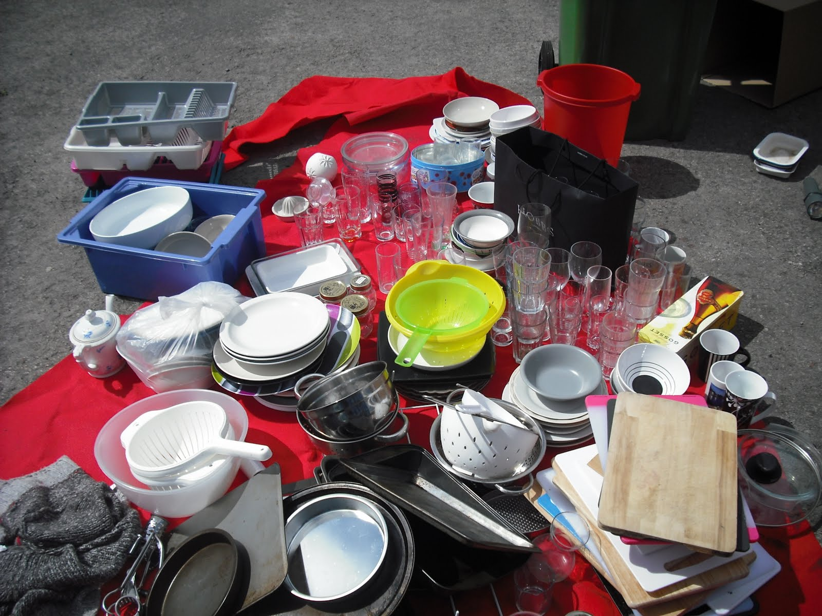 Cardiff living kitchen bric a brac sort out - Broc a brac 51 ...