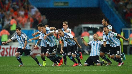 Foto perlawanan separuh akhir Argentina - Netherlands
