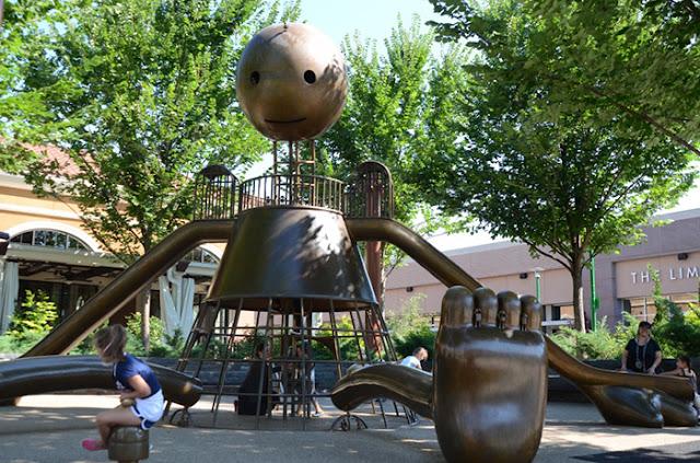 Artista inova ao criar um playground com incríveis esculturas no Brooklyn