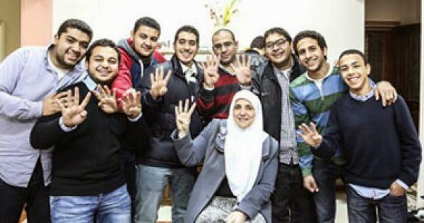 """منافسة بين قناة """"الشرق"""" التركية و قناة «الجزيرة مباشر مصر"""" على مذكرات زوجة مرسى"""