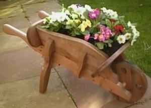 Cosas de casa for Carretillas de madera para jardin