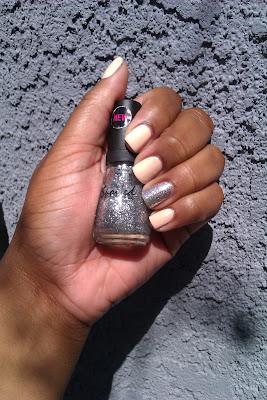Nude, glitter, accent nail, nail art, mani