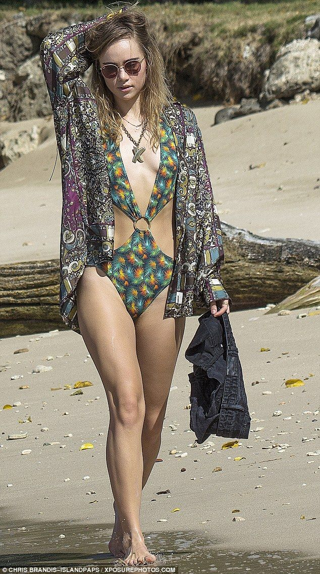 Suki Waterhouse Bikini Candids in Barbados - Photo Suki Waterhouse 2015
