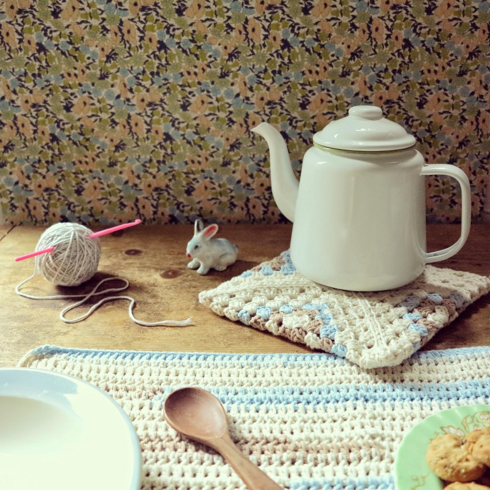 ByHaafner, crochet, placemat, granny square, potholder, white & pastels