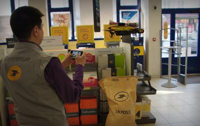 Le courrier de La Poste distribué par drone de Parrot