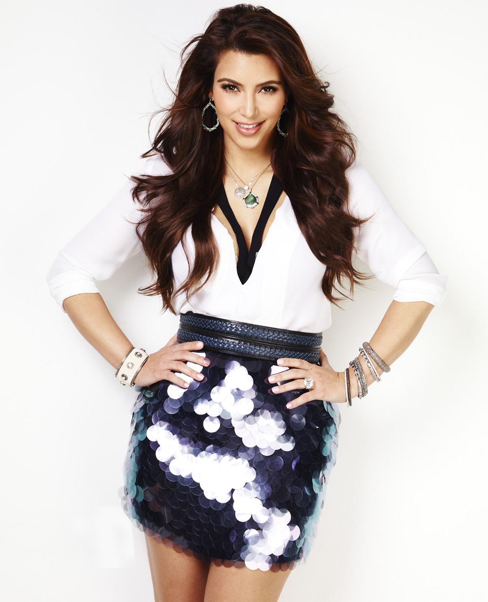 Kim Kardashian Wavy Curls 01