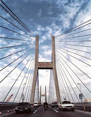 Nanpu Bridge atau Jembatan Nanpu