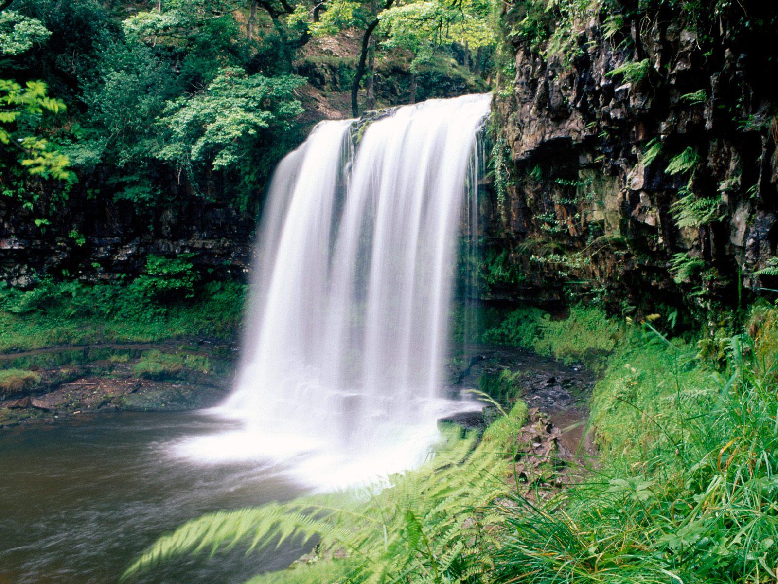 Wallpaper pemandangan air terjun brecon beacons national park south
