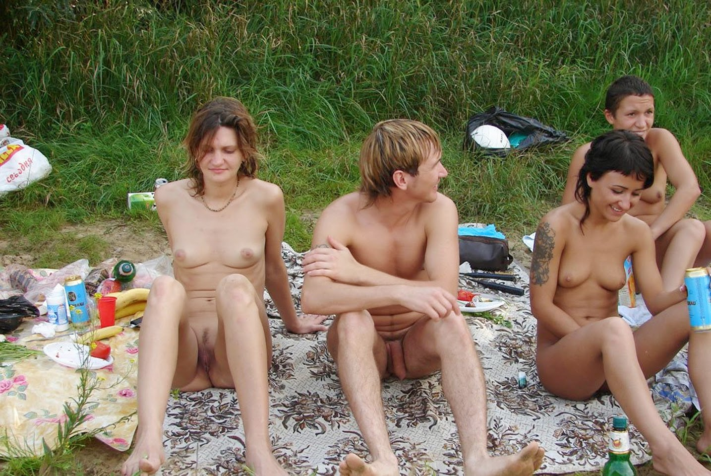 Фото нудистов парней с девушками 14 фотография