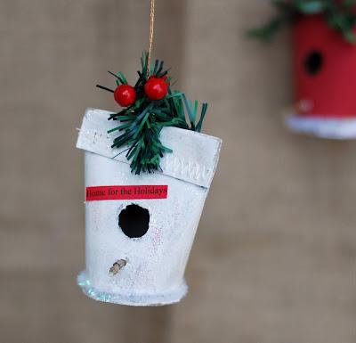 Как сделать  новогоднюю елочную игрушку скворечник