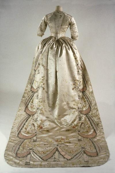 Jane austen today marie antoinette 39 s dress for Marie antoinette wedding dress
