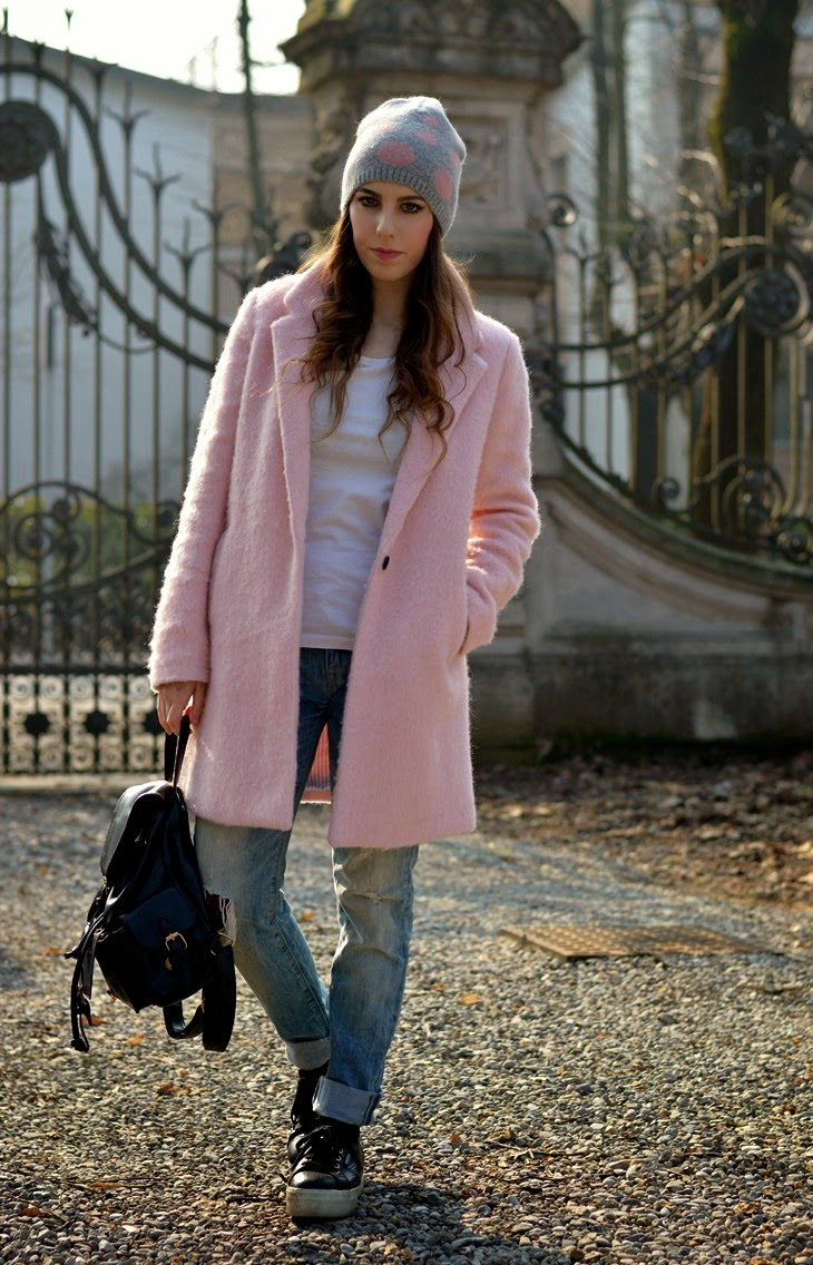 Pull and Bear pink Cocoon coat alice hannah pois beanie superga for the blonde salad flatform shoes black backpack Boyfriend Hole Ripped Denim Jeans how to wear pink coat abbinare cappotto rosa TheSparklingCinnamon