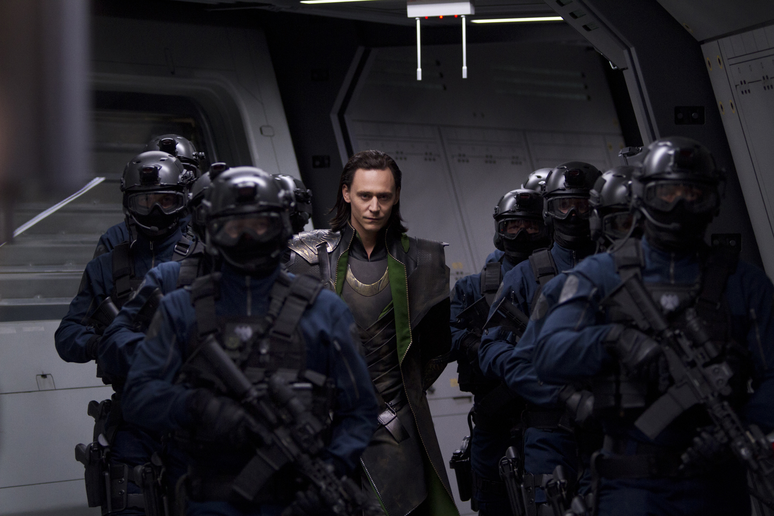 http://2.bp.blogspot.com/-BnokPAtVfVw/TopGqmpPEiI/AAAAAAAADj0/Ycm8CoduW1o/s1600/avengers-movie-image-tom-hiddleston-01.jpg