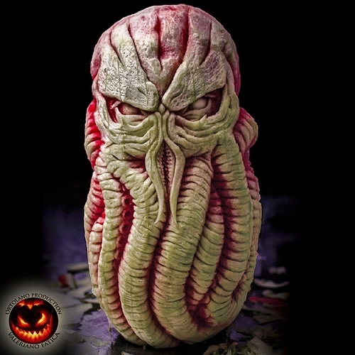 07-Cthulhu-Watermelon-Valeriano-Fatica-Ortolano-Production-Food-Art-Sculptures-Carved-Fruit-Vegetables-www-designstack-co