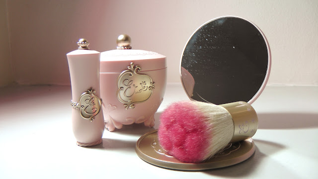 Etude House's Etoinette Special Kit, Etoinette Heart Blusher in PK001 Pink Petal Kiss, Etoinette Crystal Shine Lips in PPK02 Dewy Petal Kiss, an Etoinette Rose Brush and an Etoinette Princess Mirror Review
