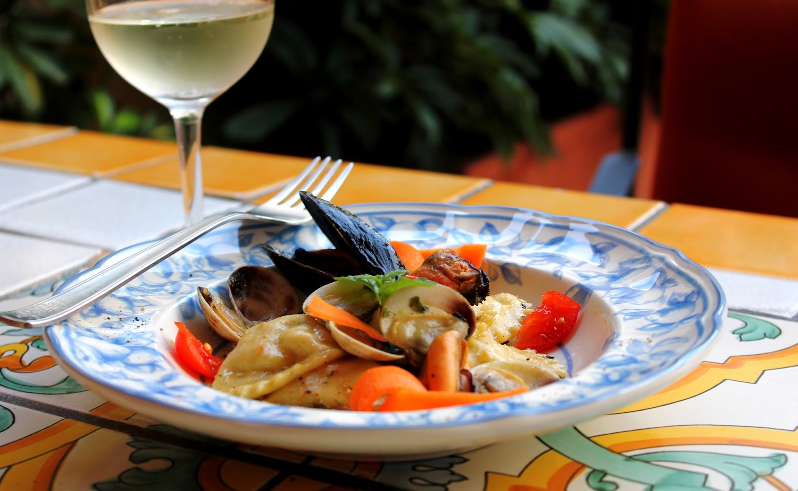 Ravioli di pesce con vongole pesto di pistacchio