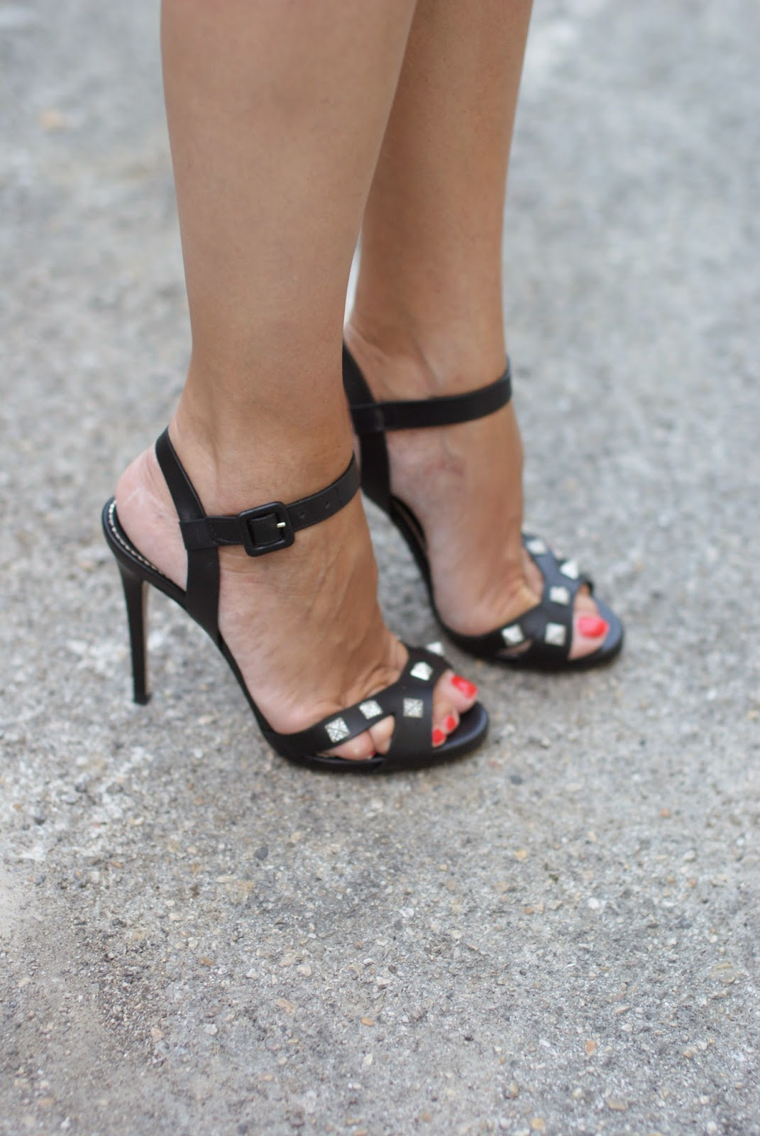 Le silla black sandals, red toes in heels, Fashion and Cookies, fashion blogger