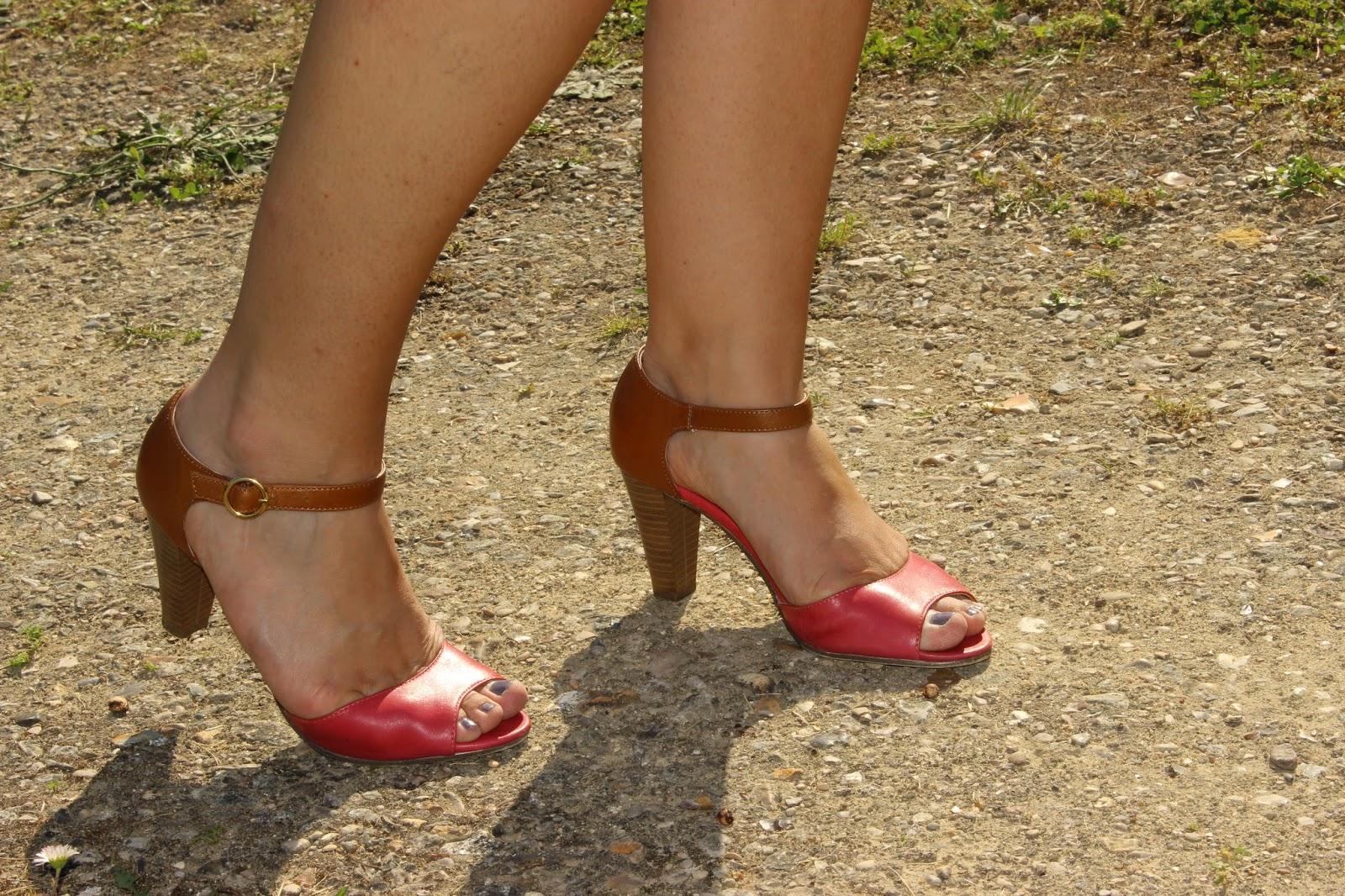 robe nude Naf Naf, chaussures bicolore Naf Naf