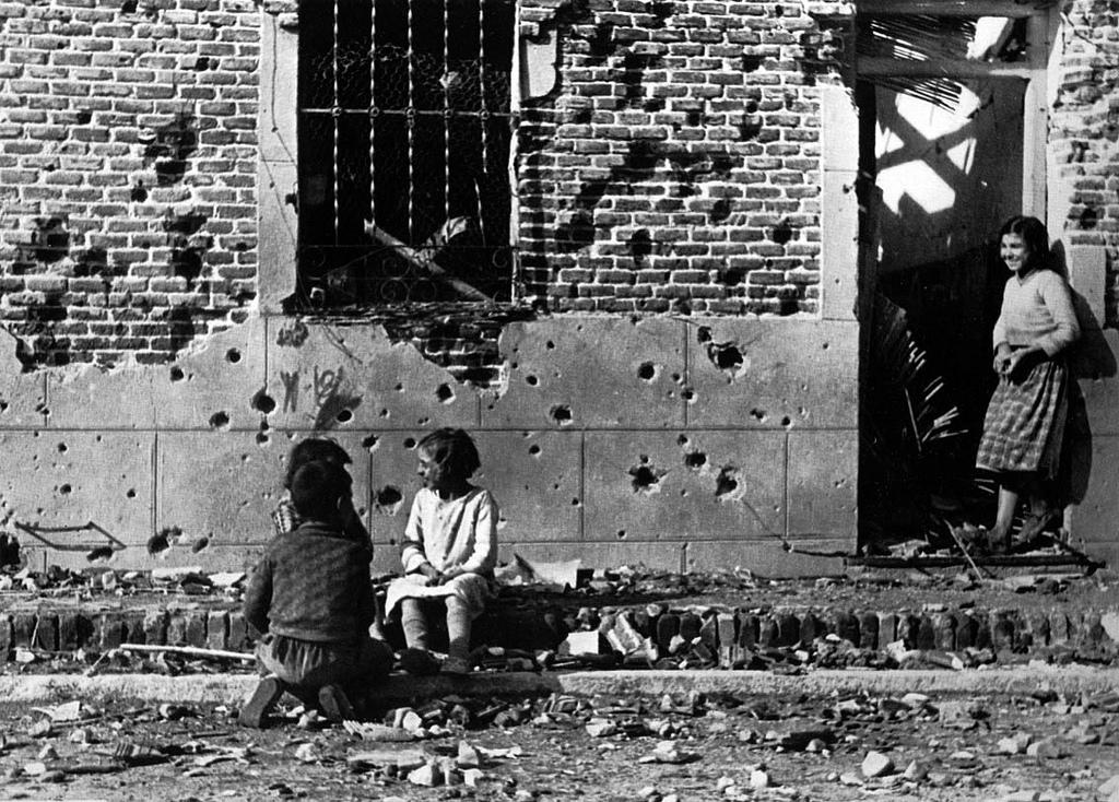Robert Capa 20th Century War Photographer