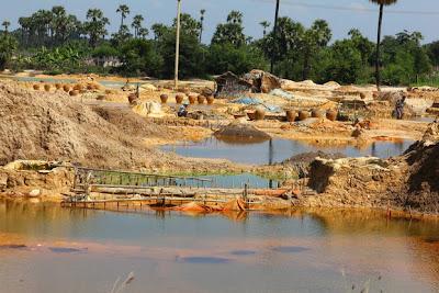 ဆင္းရဲသား အားအနည္းဆံုးလူေတြရဲ႕ မ်က္ႏွာ – Maung Luu Yay