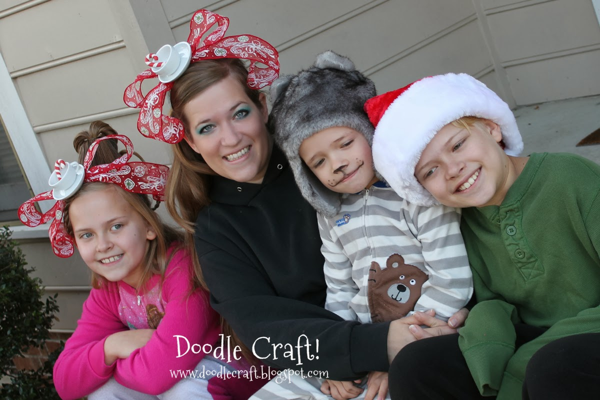 http://www.doodlecraft.blogspot.com/2012/12/grinchy-cindy-lou-who-teacup-headbands.html