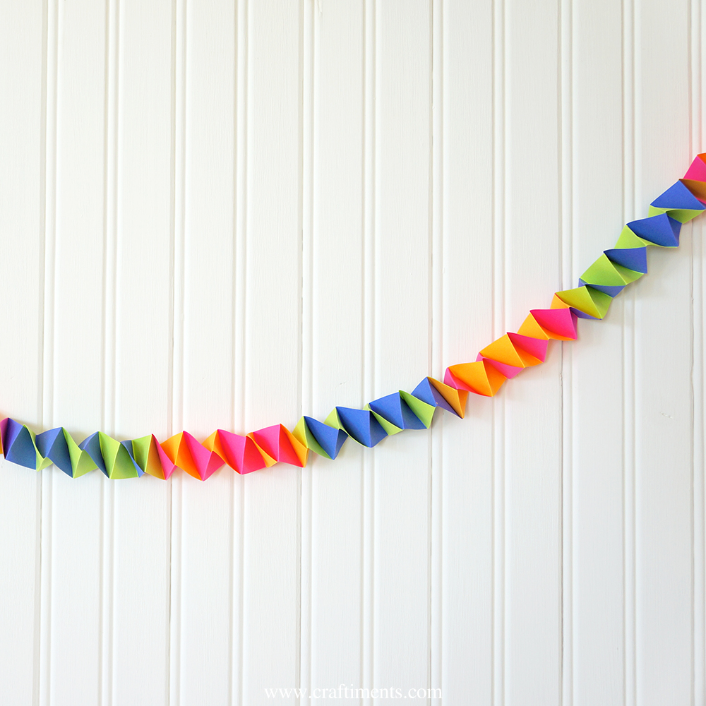 Accordion fold paper party garland tutorial by Craftiments