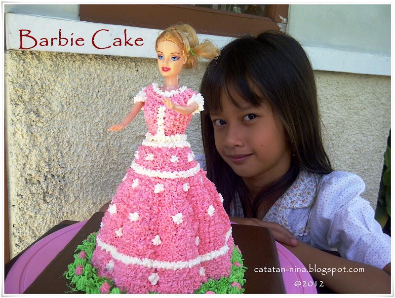 Barbie cake with The Owner ^_^. Adeknya susah banget untuk disuruh ...
