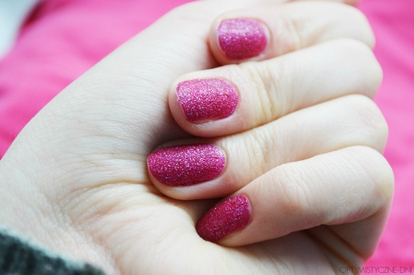 http://optymistyczne-dni.blogspot.com/2014/12/manicure-swiateczny.html
