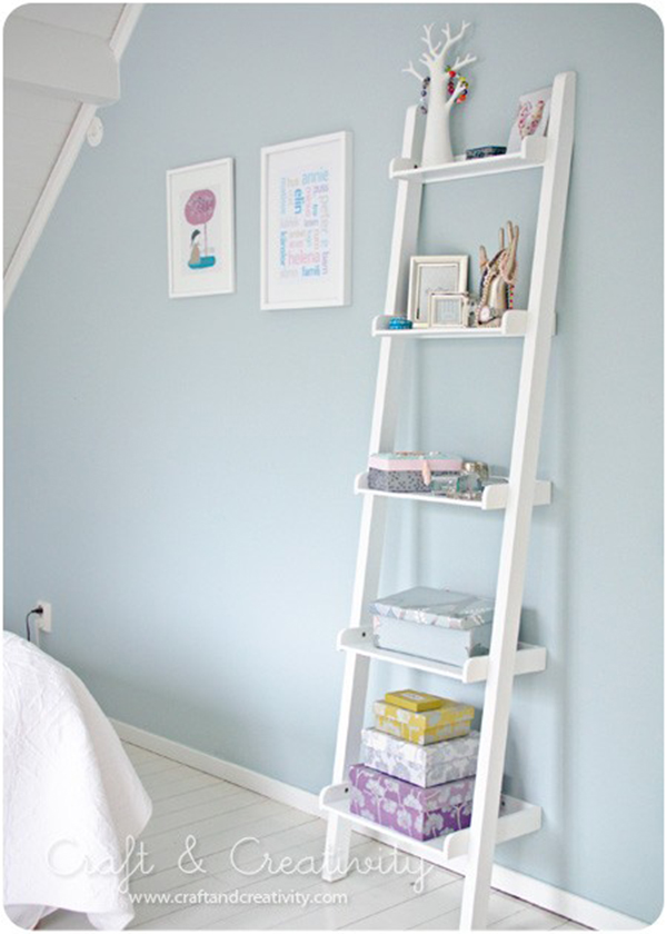 Socks in bed decora con escaleras ladder deco for Estanteria de escalera