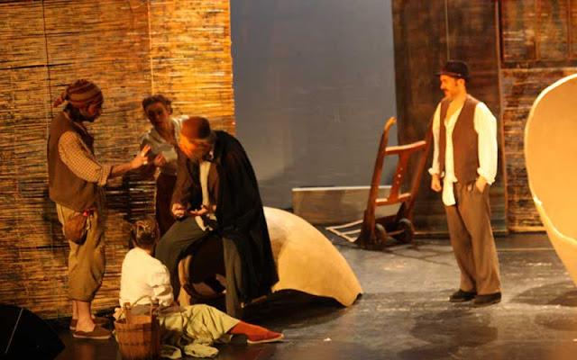 Un momento de la representacion teatral del Grupo Duende en la casa de la Cultura de Illescas (Toledo)