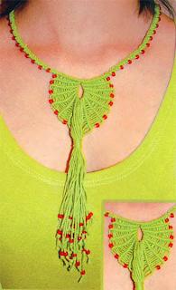 "Украшение на шею ""Павлиний хвост"": Описание и схема плетения в макраме"