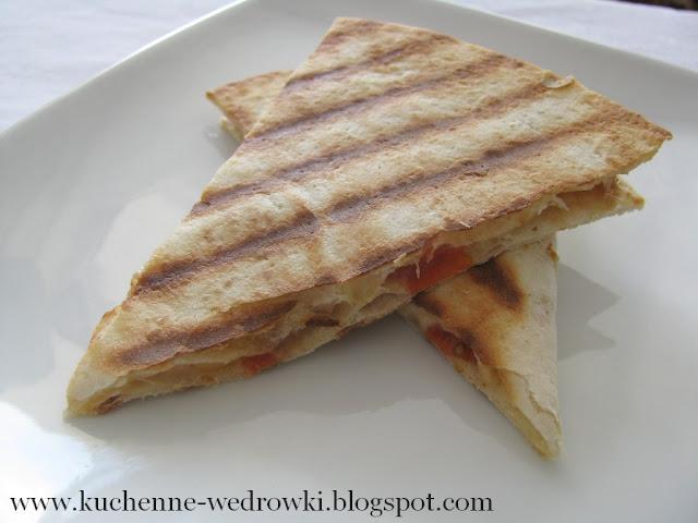 Quesadillas z fasolą i pomidorami