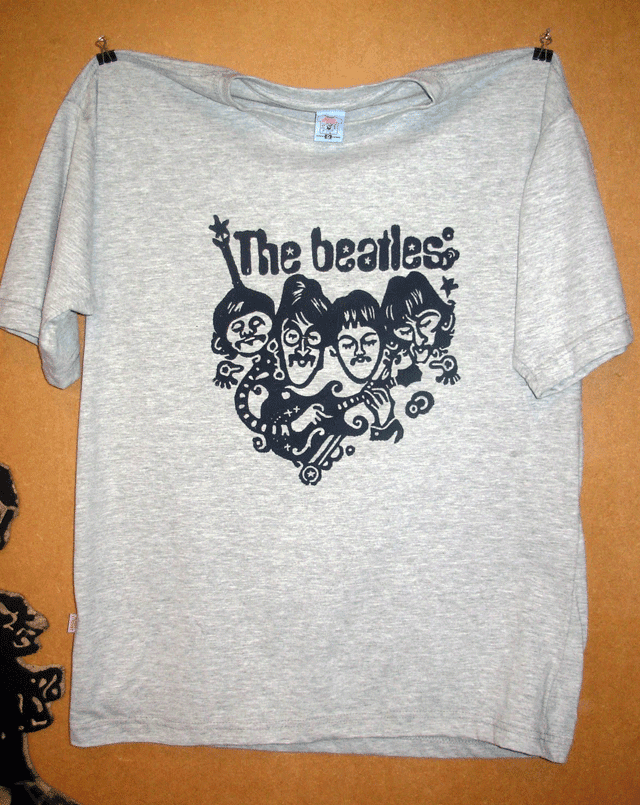 "Camiseta ""The Beatles"" estampada em Xilogravura - cinza-mescla"