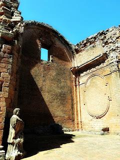 Interior do templo de Santisima Trinidad del Paraná, no Paraguai