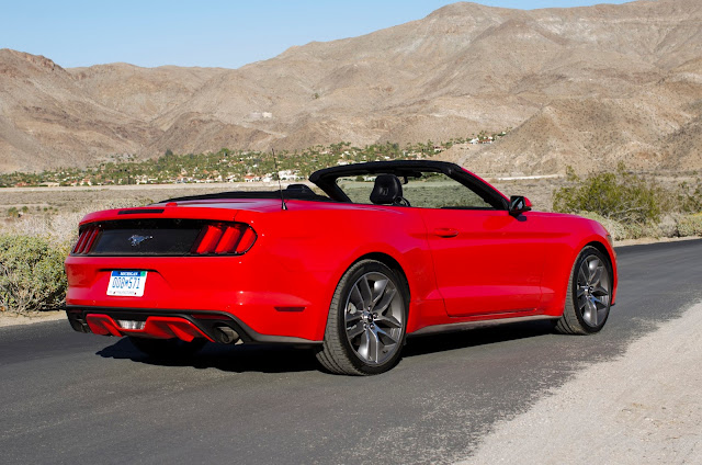 Rear 3/4 view of 2015 Ford Mustang
