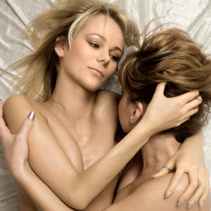There are many girls looking for girls at free lesbian dating services.
