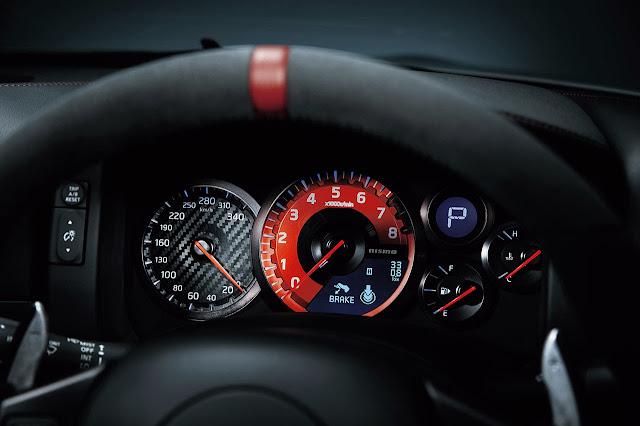 Nissan GT-R nismo dash