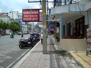 Pavements,walkways, sidewalks and broad walks porley maintained in Pattaya